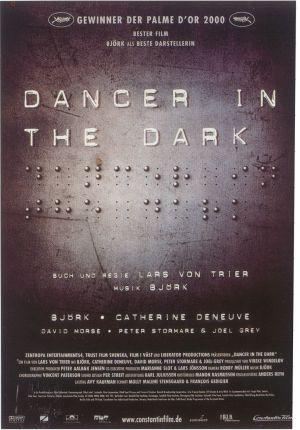 Táncos a sötétben 1072x1536