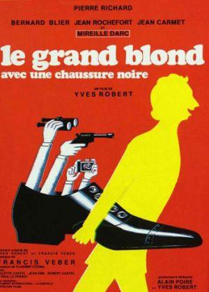 Le grand blond avec une chaussure noire 350x489