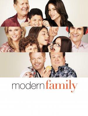 Modern Family 3479x4607